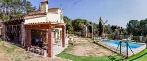 Can-Baldiri-Habitatge-Us-Turistic-casa-i-piscina